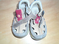 SANDALS ☺SHOES KIDS☺ 5$  Size:4 =insole length 5 inches  genuin