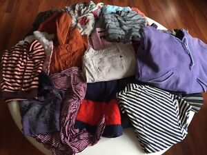 21 PIECES OF WOMENS BRAND NAME CLOTHING - All size Small