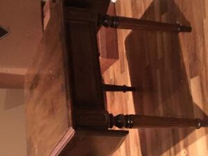 Deux tables de salon -bois