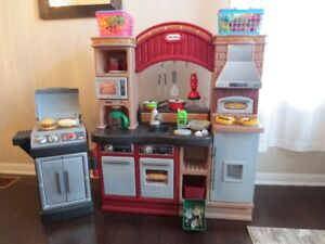 LITTLE TIKES PLAY KITCHEN W/BBQ