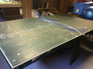 Well used ping pong table