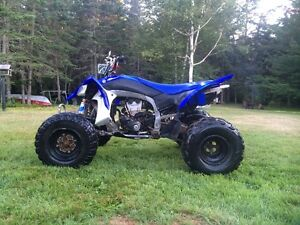 09 YAMAHA YFZ450 - NEEDS NOTHING TAKE IT HOME AND DRIVE IT