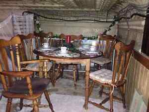 New price 350 Georgious wooden table 2 leafs 6 chairs