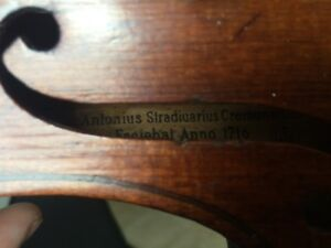 Stradivarius violin replica