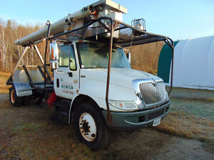 2001 International 4400 Bucket Boom Truck
