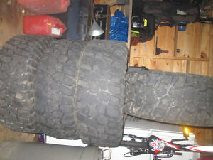 33x12.5r15 BF mud terrain et mags offset