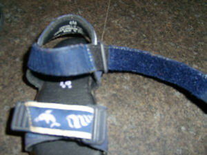 Striderite Navy Sandals size 6 Kitchener / Waterloo Kitchener Area image 2
