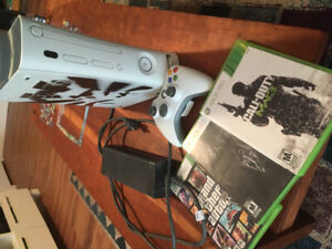 Like new Xbox360, controller and 3 games!