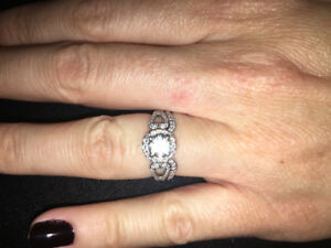 Canadian Diamond 1 carat, halo setting, 18kt white gold