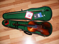 Vintage full-size (4/4) Violin with Hard Shell Case and Keys