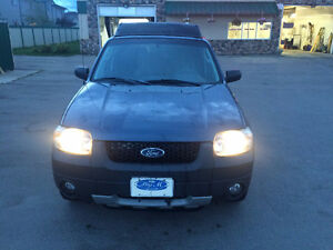 2006 Ford Escape Only 219000 ks (Active AB, RUNS GOOD)