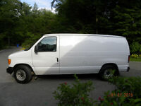 Fourgonnette Ford E150, 2006, allongée