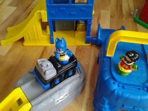 Fisher Price Little People Batman & Robin, Christmas  House