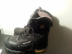 Selling  BRAND  new  Men's  Steel  toe  boots.