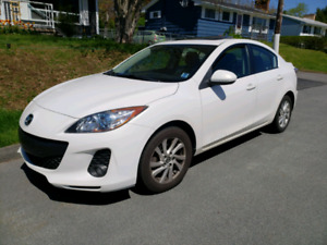 2013 Mazda 3 sedan with Skyactiv*LOADED*
