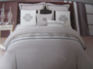 brand new king comforter set includes (1 comforter,2 pillows cas
