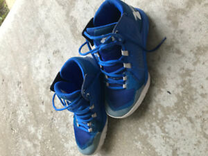 Under Armour kids basketball shoes size 6. Mint. Blue.