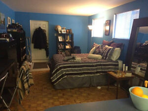 Comfortable & Quiet Studio by the Lake and 20 mins from Downtown