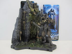 AVP Alien vs. Predator McFarlane Toys Predator Wall playsets with base diorama - Italia - AVP Alien vs. Predator McFarlane Toys Predator Wall playsets with base diorama - Italia