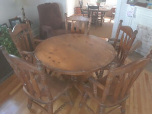 Solid Wood - Table & 5 Chairs (inc. 2 Captain Chairs)
