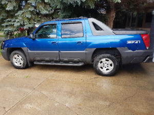 2004 Chevrolet Avalanche Yes Pickup Truck