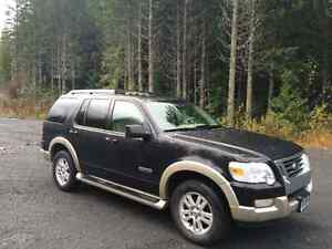 2006 Eddie Bauer explorer.  V6  , 7 seater ,leather.