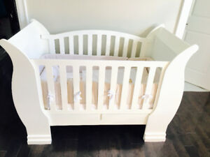 Baby sleigh bed
