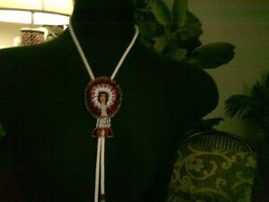 VINTAGE ADORABLE NATIVE SEED BEAD HAND MADE BOLO TIE