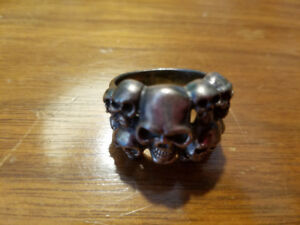 SILVER MULTIPLE SKULL RING - SIZE 11-12