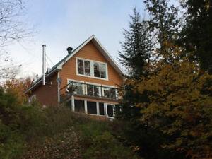 Maison ou chalet 4 saisons St-Alexis des monts au bord de l'eau