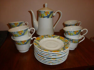 Coffee Pot with Matching 8 Piece Cup & Saucer Set