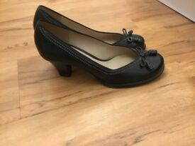 Clark's size7 ladies court shoe