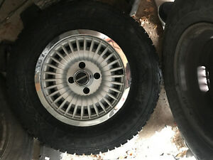 RARE 4 on 4.25 Ford Mustang steel rims factory original hubcaps