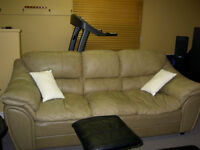 Leather couch/sofa cuir - good condition