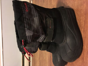 Boys Columbia Boots size 3