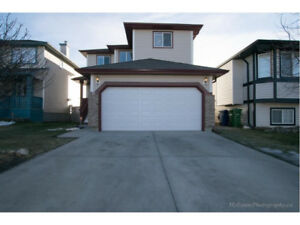 Airdrie | 5 BEDROOM WITH FINISHED BASEMENT + ATTACHED GARAGE