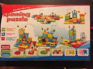 2 Boxes of Plastic Spinning Puzzles Gears- LIKE NEW! Kingston Kingston Area image 3