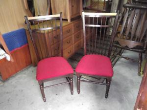 2 chaises de cuisine en bois....... livraison gratuite possible