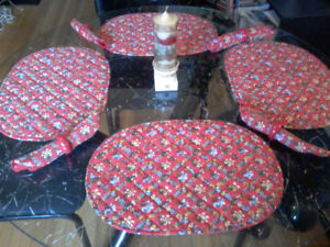Christmas Placemats & Napkins (for Four)