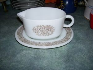 Vintage Pyrex Gravy and underplate