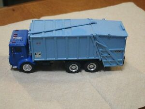 HO scale custom built garbage truck for electric model trains