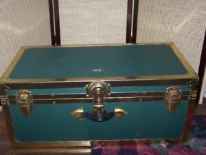 TRAVELLING/STEAMER TRUNK