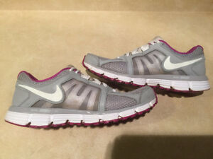 Women's Nike Dual Fusion ST2 Breathe Running Shoes Size 10