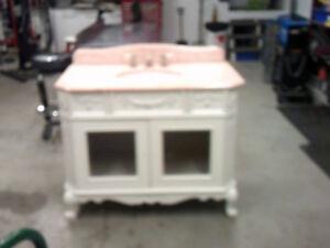 vanité avec comptoir en marbre pour chambre de bain