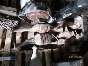 2009 Ford Crown Victoria catalytic converters.