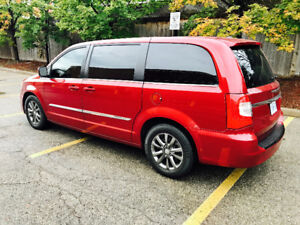 2015 Chrysler Town & Country Van Fully Loaded Model S Leather