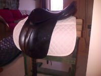 Used County Drespri Saddle Adjustable Flaps for Jumping and Dres