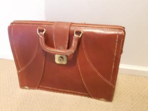 Vintage TOP GRAIN COWHIDE Leather Bag - Doctors Lawyers Suitcas