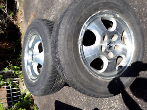 4 mags et pneus 205/70/R15 original  Honda CRV seulement 250$