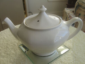 CLASSIC OLD VINTAGE ROYAL TUDOR WARE CHINA TEA POT